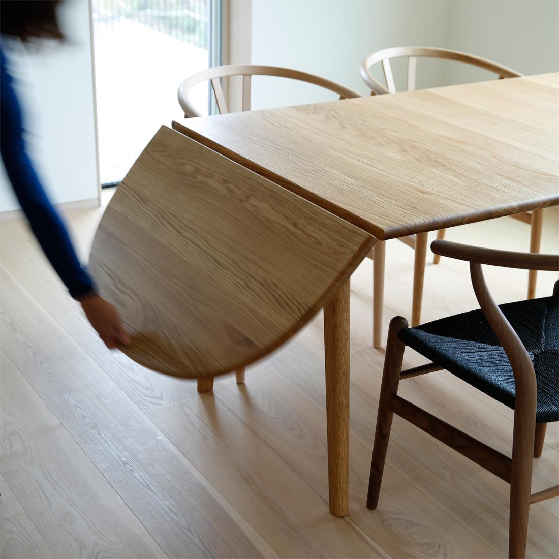 テーブルch006の天板が組み替え可能な様子