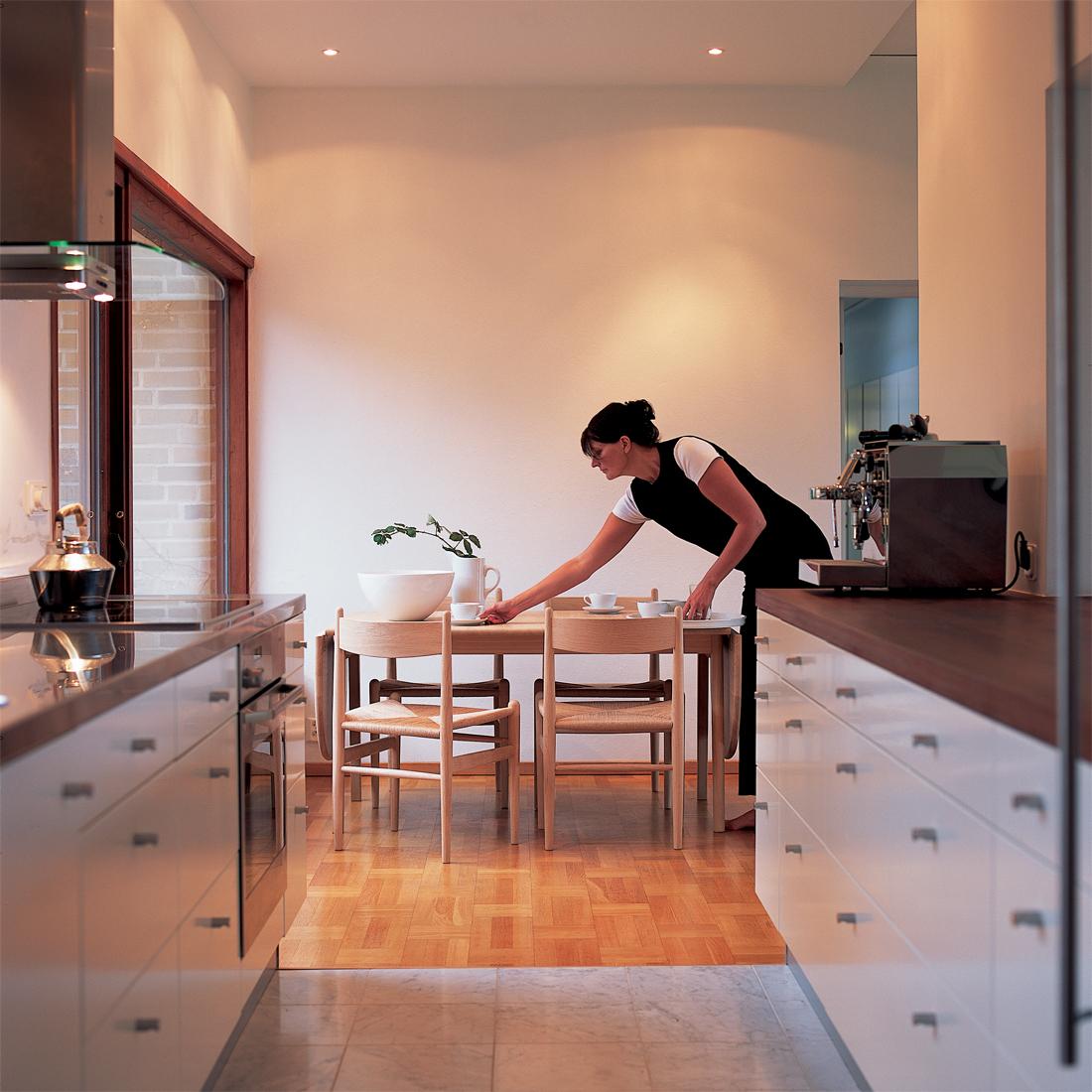 カールハンセン&サンのテーブルch006のあるダイニング風景